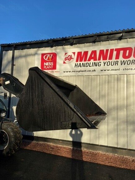 Manitou 8FT Bucket